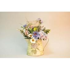 Композиція із штучних квітів